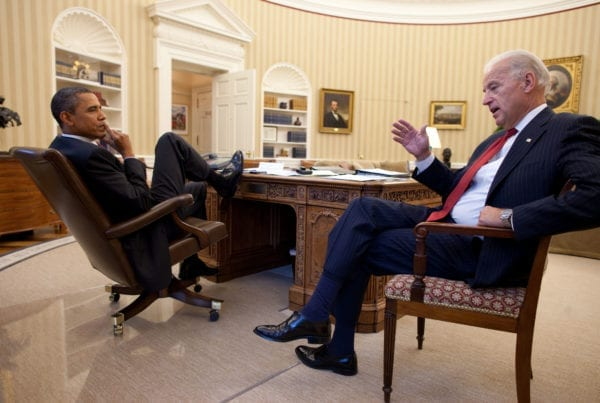 Joe Biden e Barack Obama nello Studio Ovale (2010)